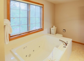 Bathroom of Glidden Lodge, one of Sturgeon Bay's Best Reviewed Hotels