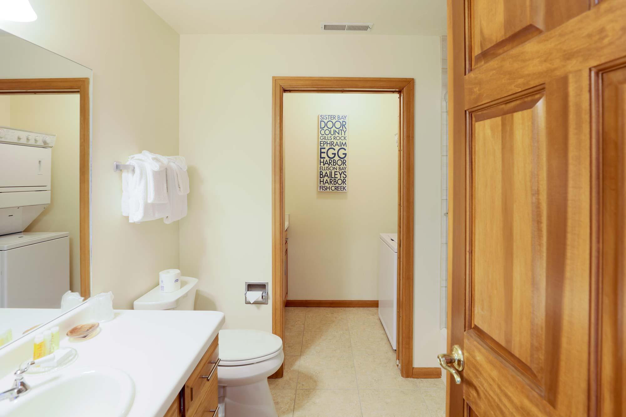 Bathroom of Luxury Three Bedroom Vacation Rental at Sturgeon Bay Resort