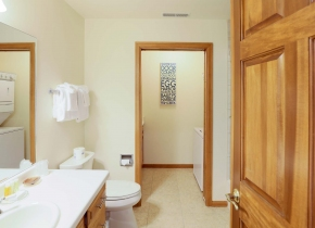 Bathroom of Luxury Three Bedroom Vacation Rental at Sturgeon Bay Resort