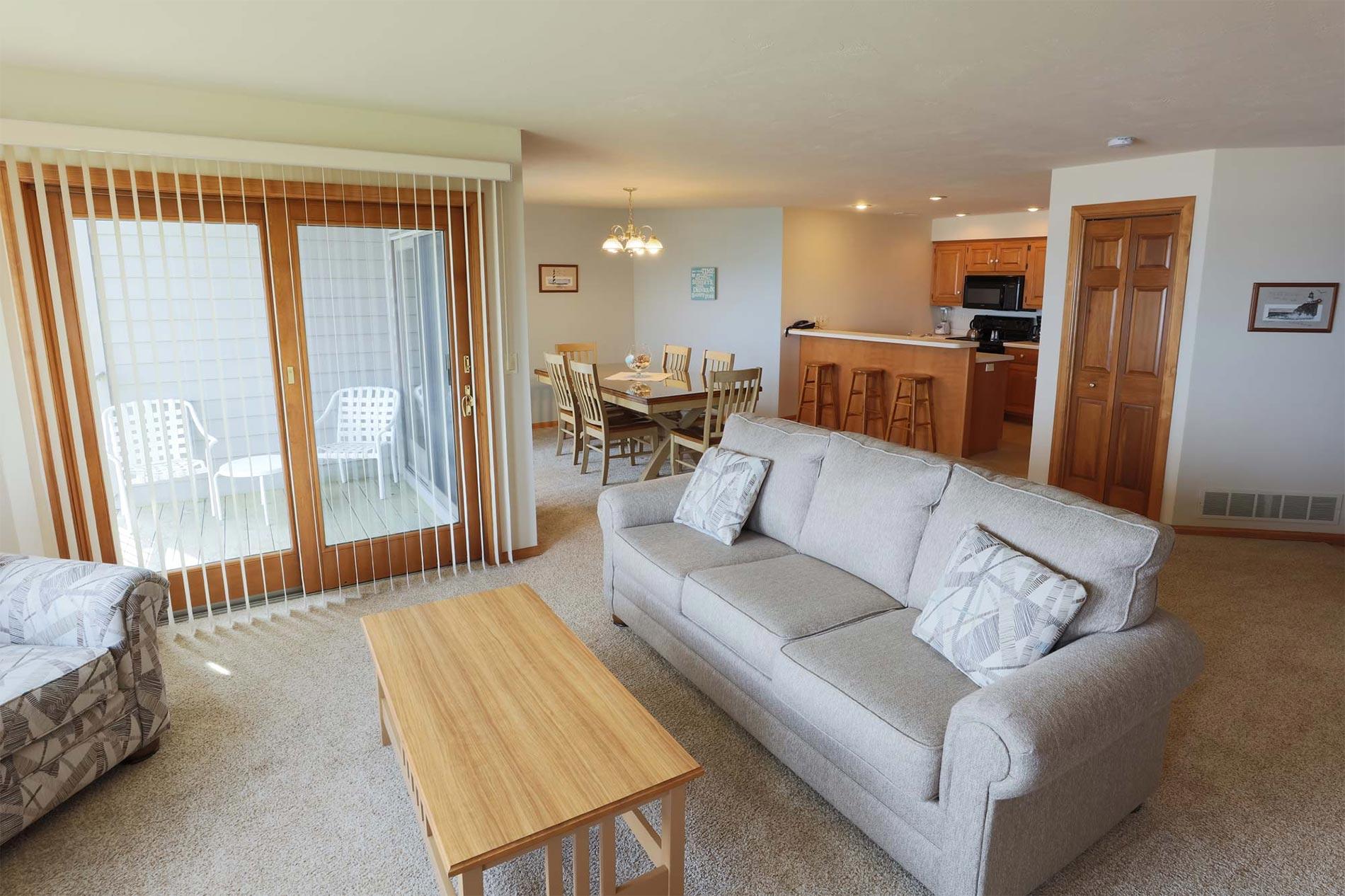 Living Room of 3 Bedroom Resort Suite at Door County Hotel Glidden Lodge