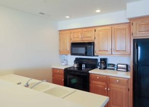 Kitchen of 3 Bedroom Resort Suite at Door County Hotel Glidden Lodge